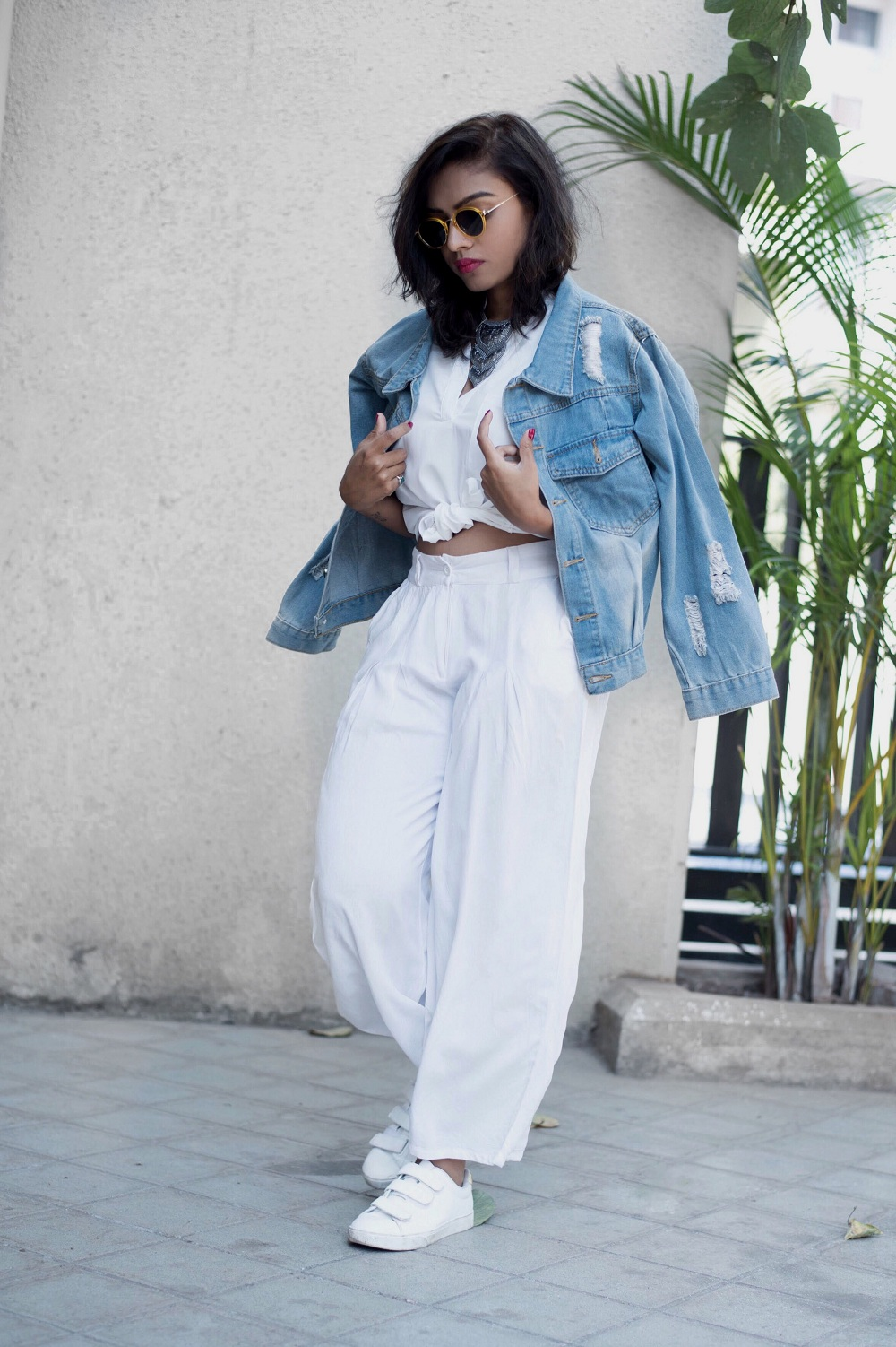 e626f2555f4 Ways to style your white shirt and denim jacket